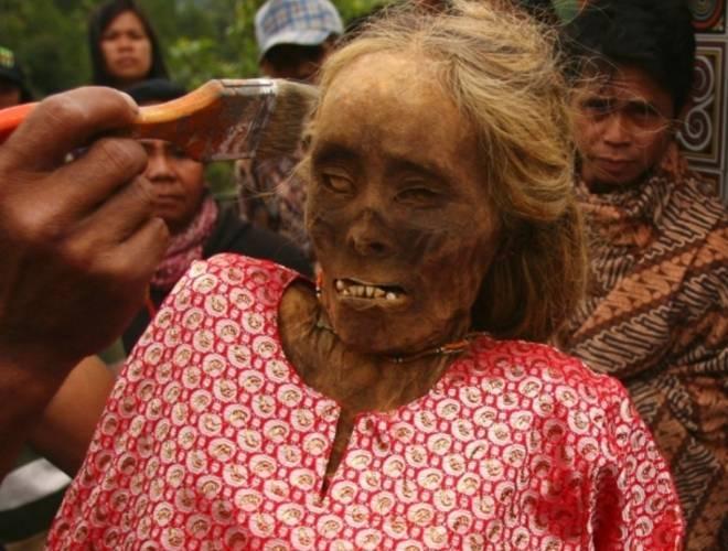 实拍印尼恐怖祭祀仪式,竟将亲人尸骨挖出装扮!(2)