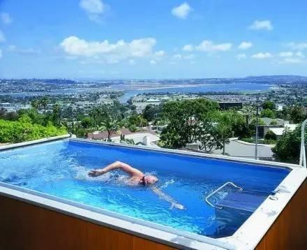 这个泳池只有10平左右大,但是你好像永远游不到头(2)