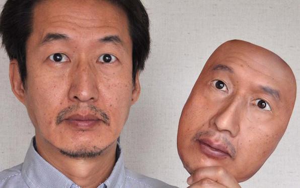 用3D打印做出的超逼真人皮面具