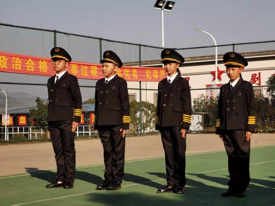 青少年军旅哺育栏现在《通知教官》—整装起程!