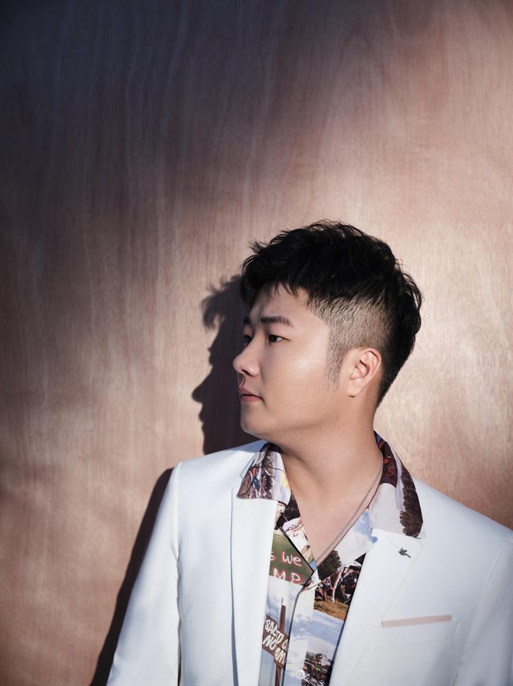 白小白发布新歌《只是我还爱你》上线之后引发一众网友热评