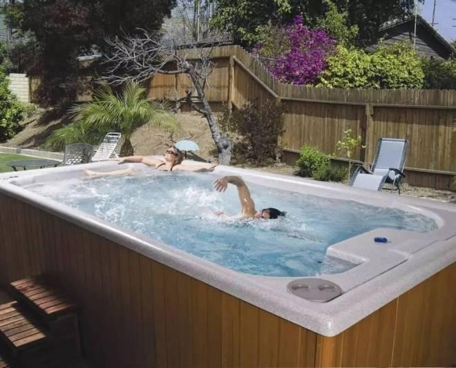 这个泳池只有10平左右大,但是你好像永远游不到头(1)